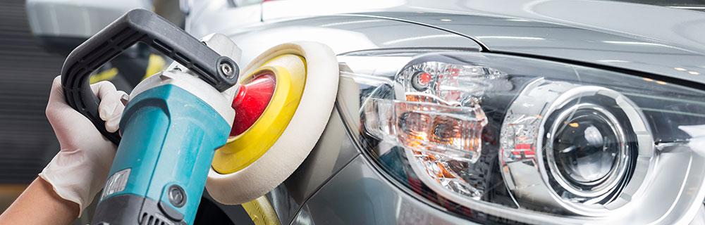 経験豊富なスタッフが入魂のポリッシュ! 熟練の磨きであなたの車を「再生」させます。